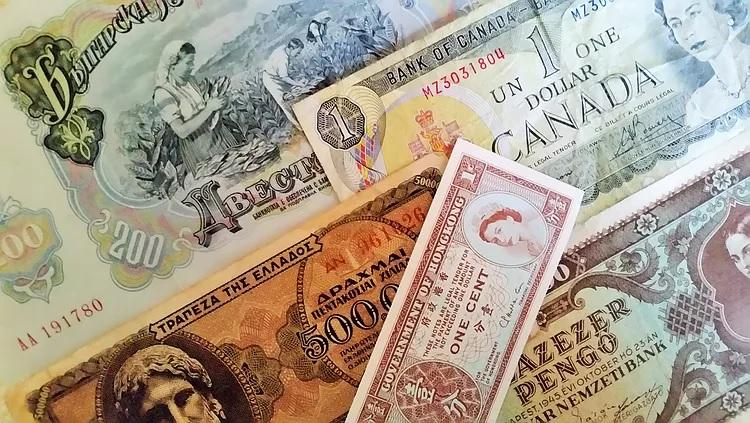 International Paper Money_750x423.jpg